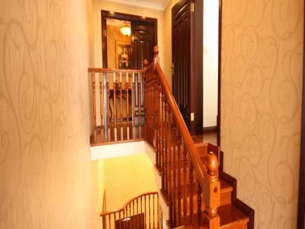 简约中式小复式实木楼梯设计效果图