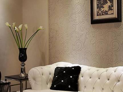 欧式白色布艺沙发照片墙装饰效果图
