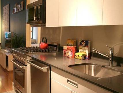 现代简约风格别墅厨房整体橱柜装修设计