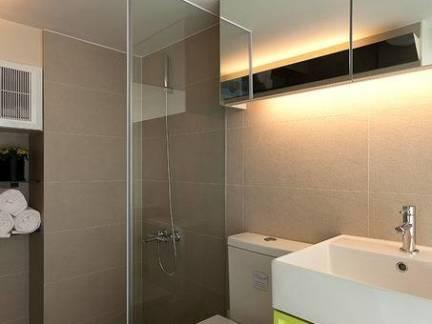 简约风格四居室卫生间隔断装修设计