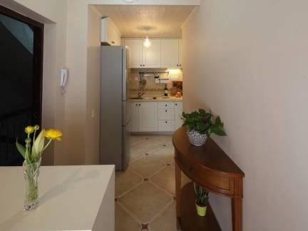 美式四居室走廊仿古砖装修设计