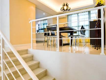 现代简约风格跃层楼梯护栏装修设计