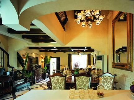 沉稳美式乡村别墅客厅餐厅吊顶装修图