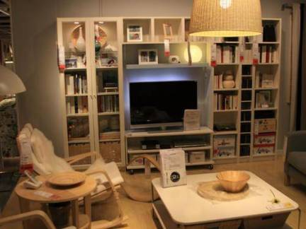 美式三居室客厅连体书柜装修设计
