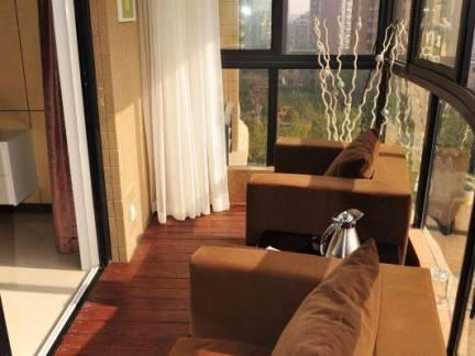 现代简约风格四居室阳台沙发飘窗图片欣赏