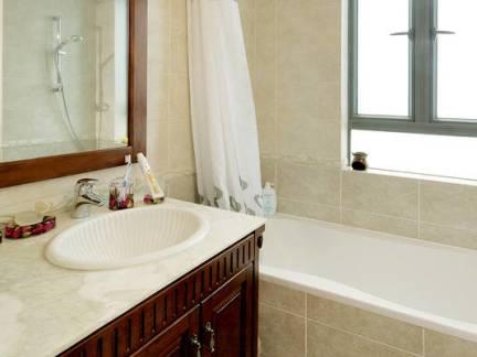 欧美复式楼卫生间浴室柜装修设计