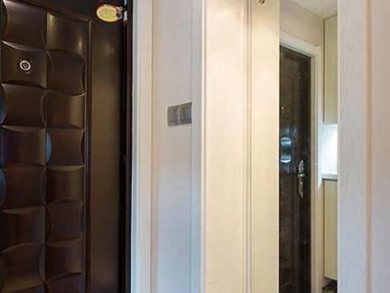 现代风格四居室套房白色门套装修设计