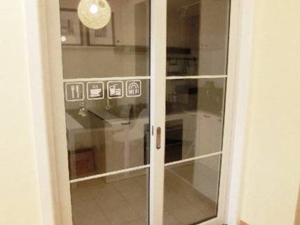 时尚五居室厨房玻璃移门装修设计