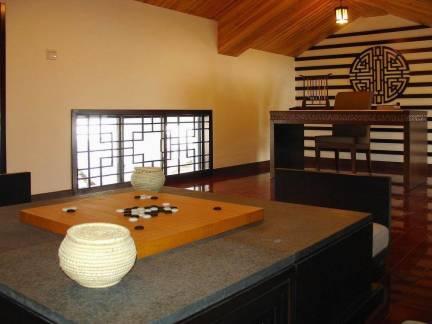 日式风格休闲棋牌室实木吊顶精装效果图