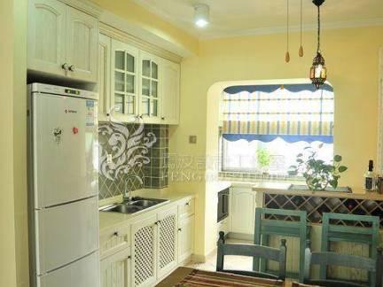 现代地中海混搭工业风餐厅白色厨房柜图片