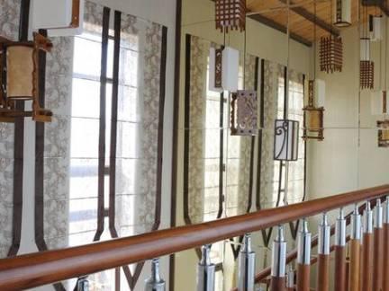 个性中式别墅楼梯过道吊顶设计图