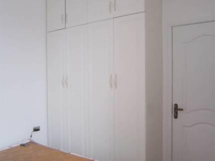 100平米三居室卧室大衣柜装修设计