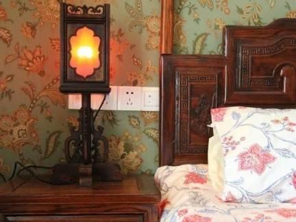 花卉元素田园风格卧室床头柜效果图