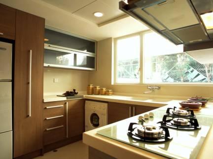东南亚风格厨房大面积飘窗实景图