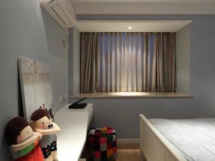 现代风格四居室主卧室窗台窗帘装修设计