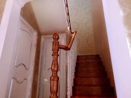 欧式风格别墅实木楼梯扶手装修设计