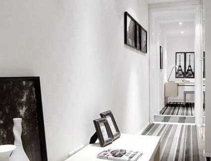 简约风格五居室走廊地毯置物架装修设计