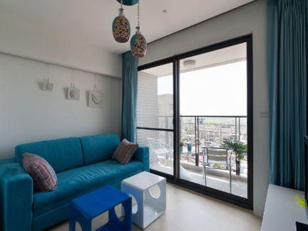 现代风格小户型客厅阳台推拉门装修设计