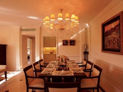 温馨色调欧式风格餐厅吊灯图片欣赏