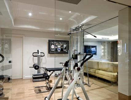 现代简约风格健身房玻璃双开门装修设计