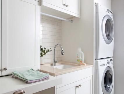 时尚大型别墅洗衣房储物柜装修设计