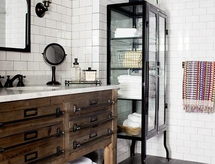 后现代风格别墅卫生间实木浴室柜装修设计
