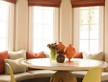 田园风格柔和色彩飘窗餐桌设计案例图
