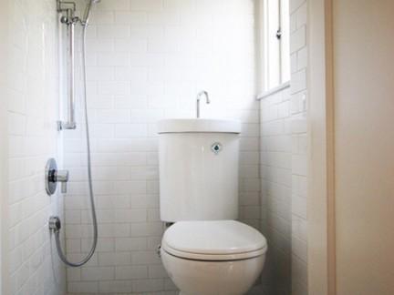 小户型美式卫生间白色墙面瓷砖装修设计