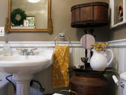 后现代风格三居室卫生间墙裙装修设计