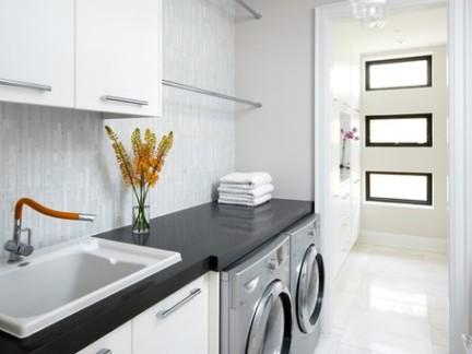 现代风格复式楼洗衣房储物柜装修设计