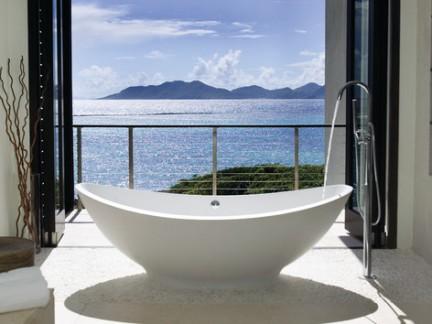 观景别墅浴室大浴缸装修效果图