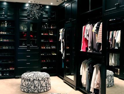 80平米衣帽间黑色定制高档储物柜效果图欣赏