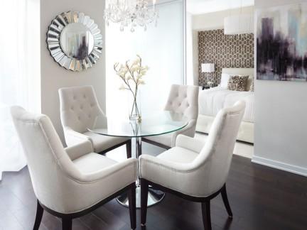 小户型北欧风格圆形玻璃餐桌装修设计