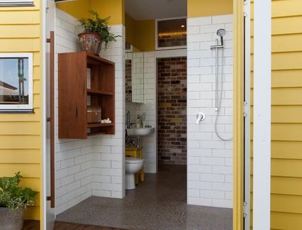 田园风格别墅门口木制外墙装修设计