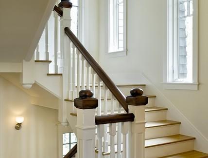 私人别墅实木楼梯深色扶手装修效果图-2017实木楼梯踏步板效果图 房
