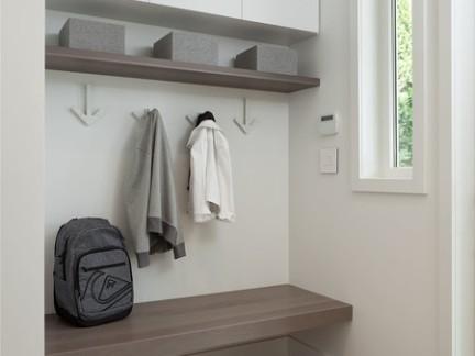现代小户型入门置物架装修设计