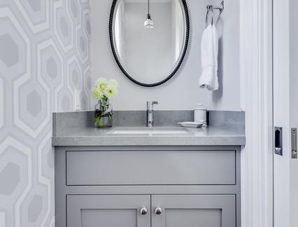 北欧风格四居室卫生间浴室柜装修设计