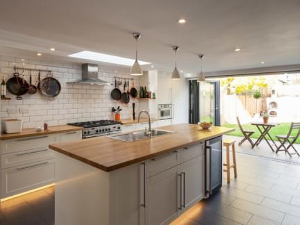 北欧别墅开放式厨房装修设计