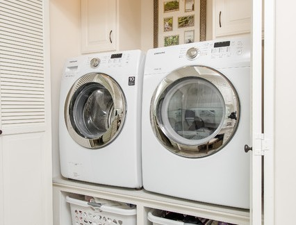 时尚别墅洗衣房储物柜装修设计