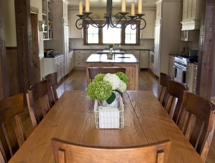 后现代风格别墅餐厅实木餐桌装修设计