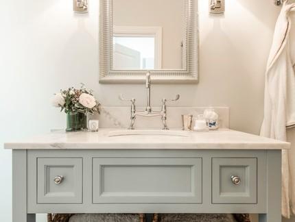 美式风格四居室卫生间浴室柜装修设计