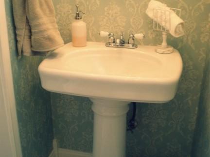清新田园小型卫生间洗手台装修设计