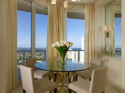 明亮暖意现代餐厅吊顶窗帘设计图