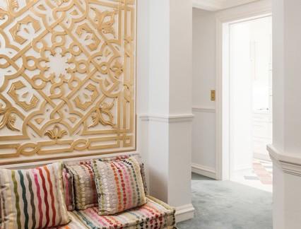 热带风格时尚别墅室内白色石膏墙精装设计