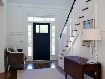 气质白色欧式别墅玄关楼梯装修图片
