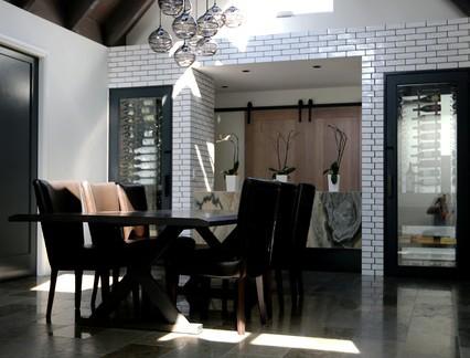 新古典风格尖顶公寓餐厅实木房梁装修效果图