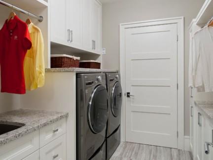 北欧洁净感洗衣房储物柜装修图片