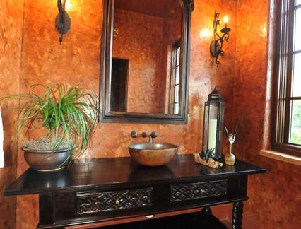 后现代风格别墅卫生间实木洗手台装修设计
