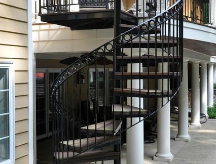 欧式风格别墅屋外铁艺旋转楼梯装修设计