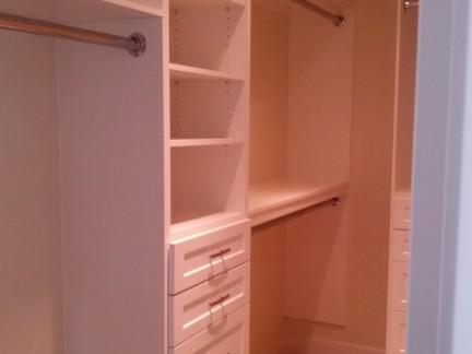 小型别墅衣帽间收纳柜装修设计